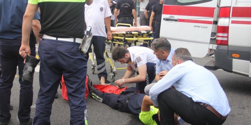 Kılıçdaroğlu'nun yürüyüşünde motosiklet, görevli polis memuruna çarptı