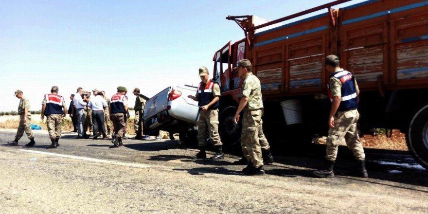 Askeri araçla kamyon çarpıştı: 1 şehit, 5 yaralı