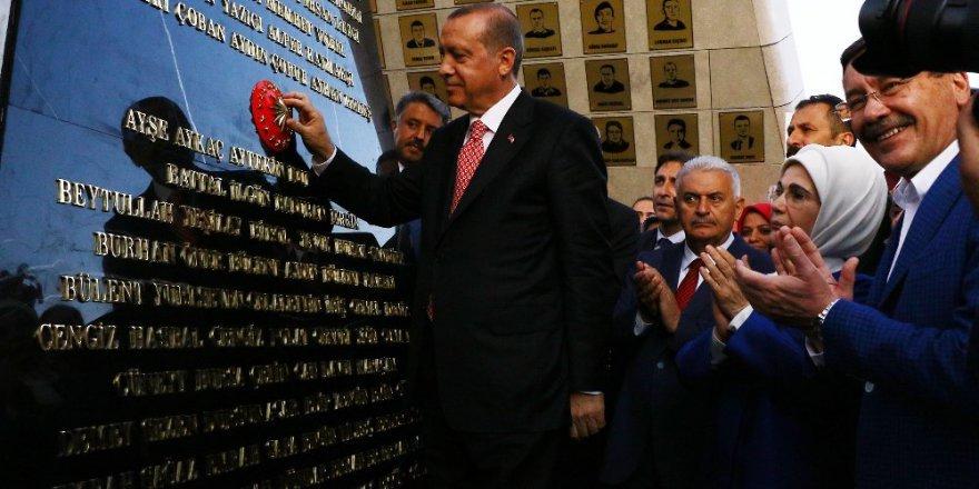 Erdoğan, Beştepe'deki Şehitler Abidesi'ni açtı