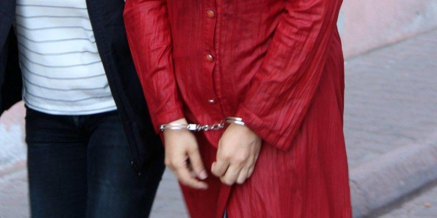 8 kadın öğretmene FETÖ'den tutuklama