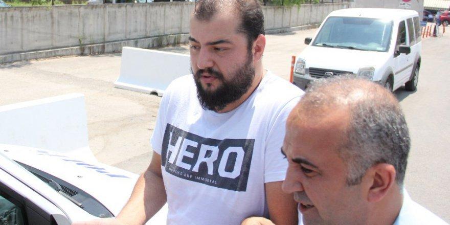 """""""Hero"""" yazılı tişörtle sınava giren kişiye gözaltı"""
