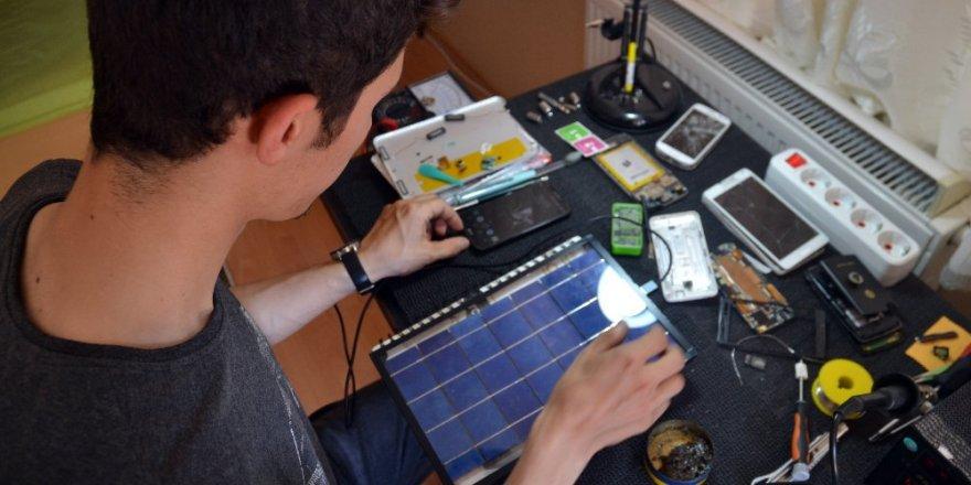 Üniversite öğrencisi genç portatif şarj cihazı yaptı