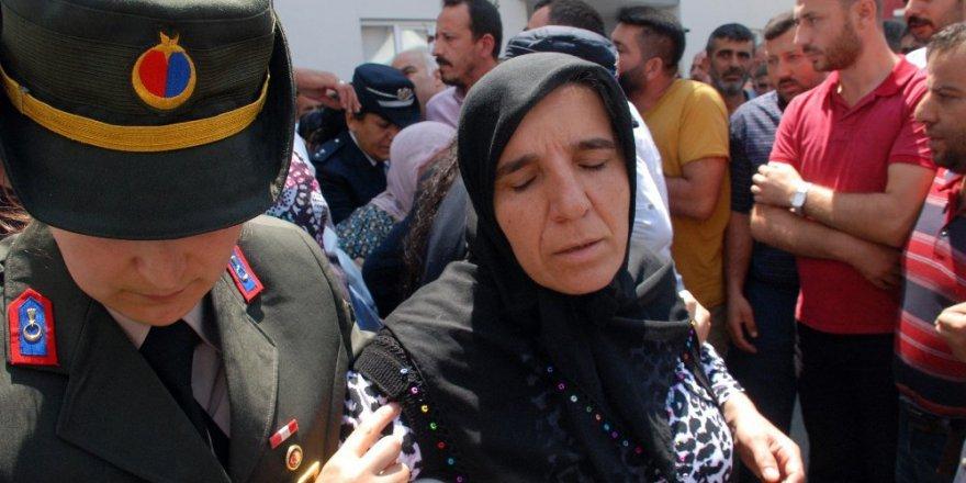 Yılın annesi şehit oğlunu son yolculuğuna uğurladı