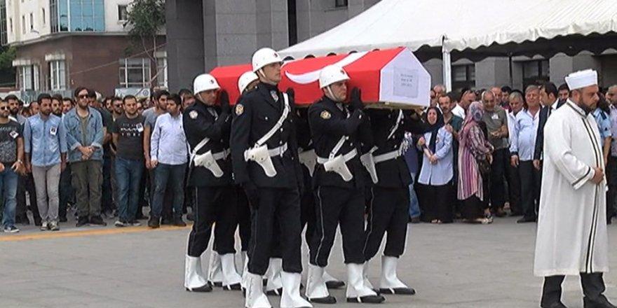 İstanbul şehidi için tören