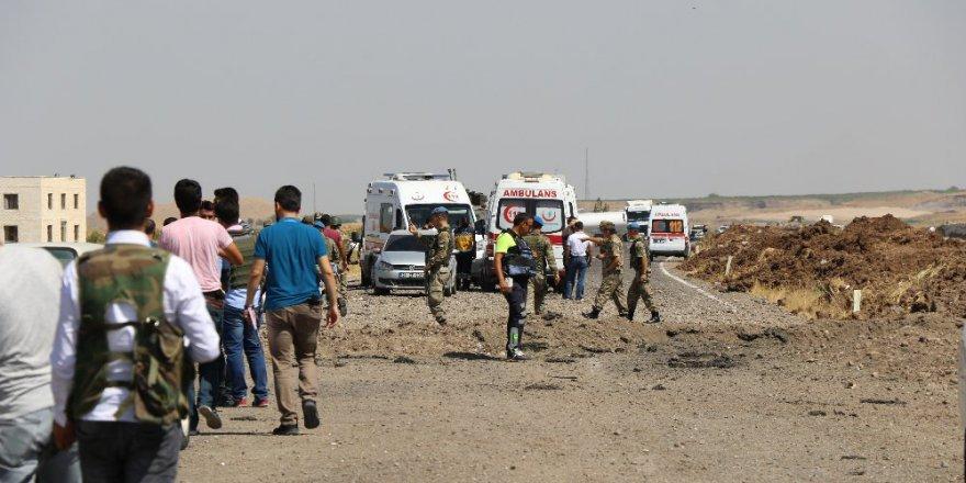 Diyarbakır'da askeri aracın geçişinde patlama: 2 şehit