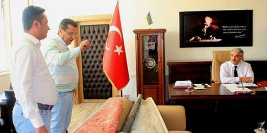 CHP'li vekil, Milli Eğitim Müdürü'nün makamını bastı