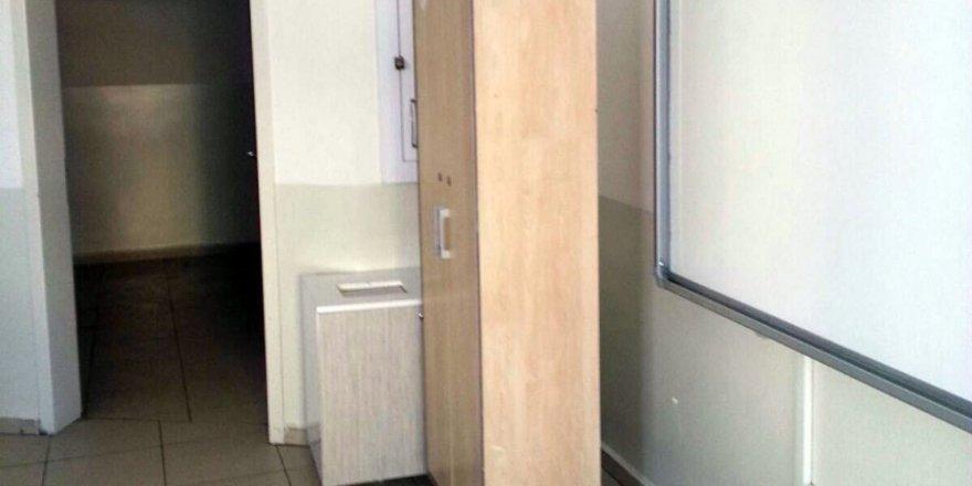 Minik öğrenci 2 metrelik dolabın altında kaldı
