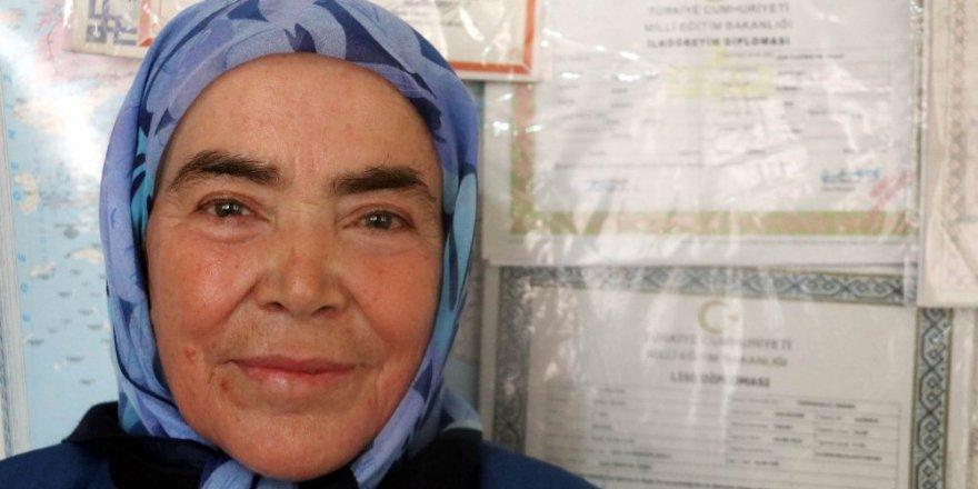 72 yaşında lise mezunu oldu: Şimdi Almanca öğreniyor
