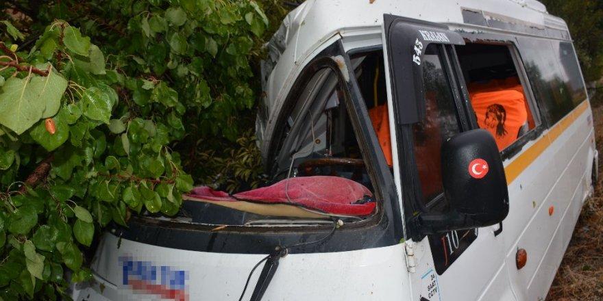 Tokat'ta öğrenci servisi kaza yaptı: 4 yaralı