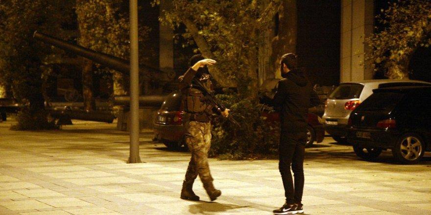 Başbakanlık Ofisi yakınlarında silah sesleri