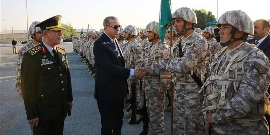 Erdoğan'dan Katar'daki Türk birliğine ziyaret