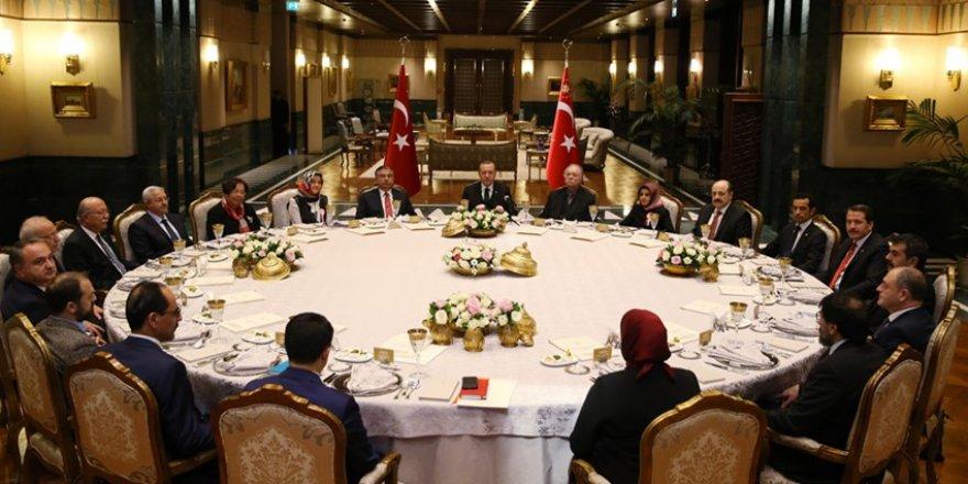 Erdoğan, Beştepe Sofrası'nda Eğitimcileri Ağırladı