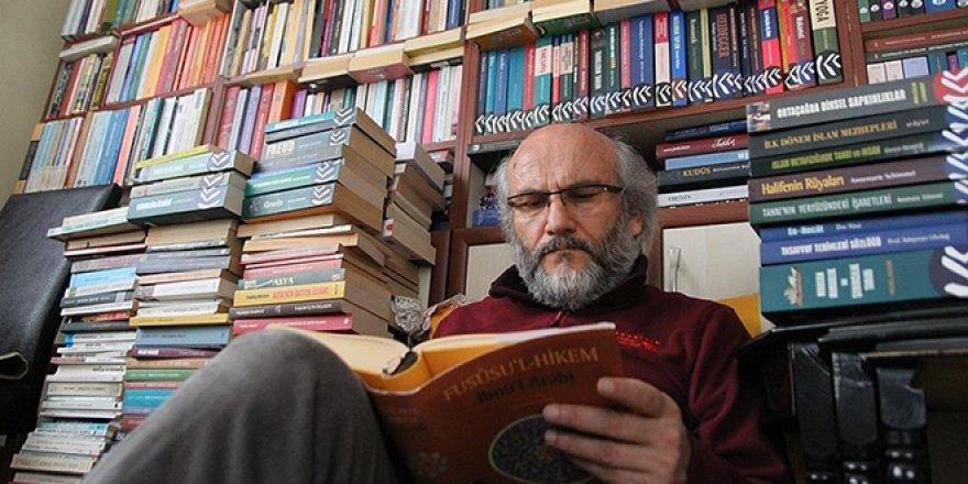 Kitap Kurdu Öğretmen 30 Bin Kitapla Yaşıyor