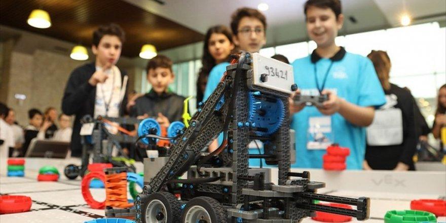 Geleceğin robot tasarımcıları yarıştı
