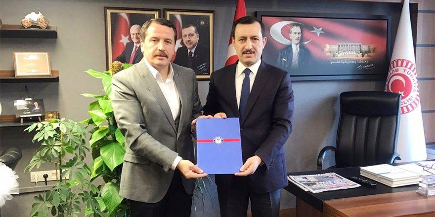 Yardımcı Doçentlik ve ÖYP Görüşleri Komisyon Başkanı İşler'e Teslim Edildi