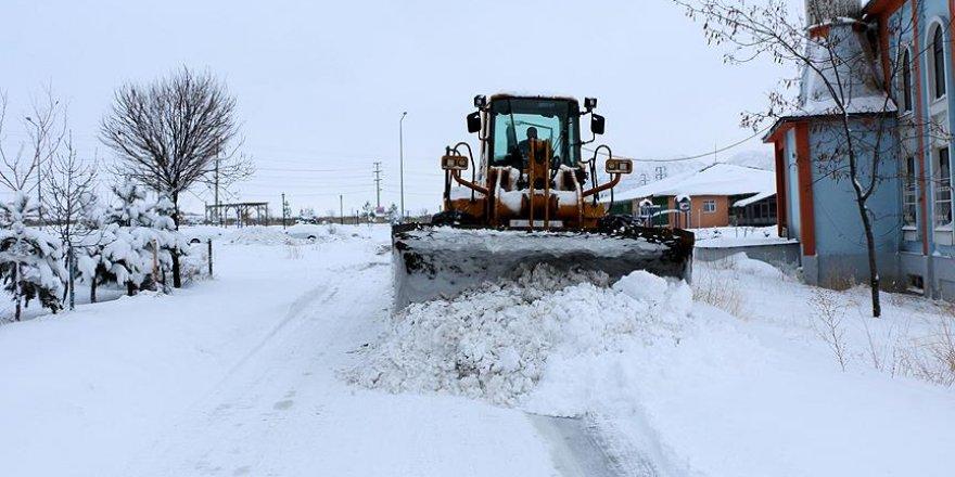 Bitlis'te eğitime bir gün kar engeli