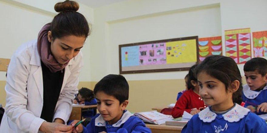 'Öğretmenlik mesleği örselenirse toplumun çivisi çıkar'