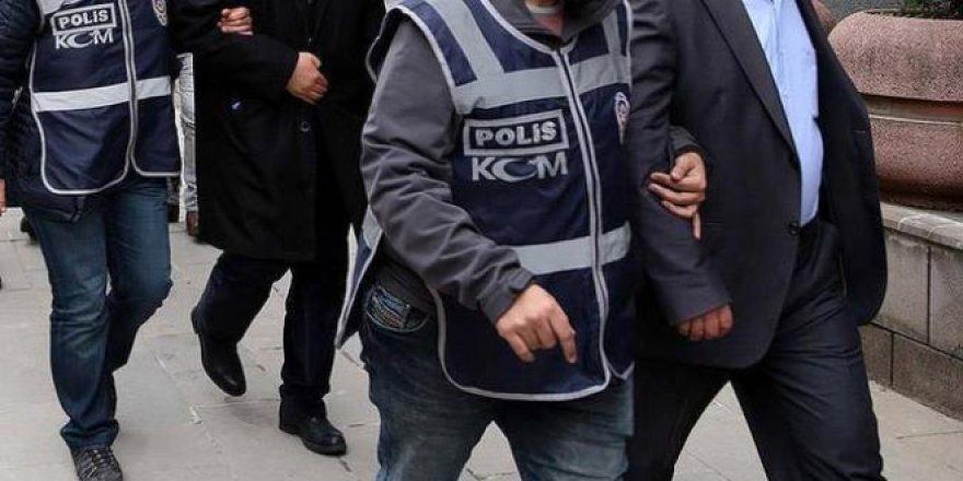 İzmir'de muvazzaflar dahil 13 askere FETÖ gözaltısı