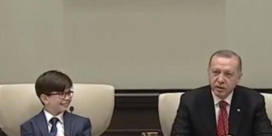 Erdoğan'ın koltuğuna 12 yaşındaki Fatih oturdu