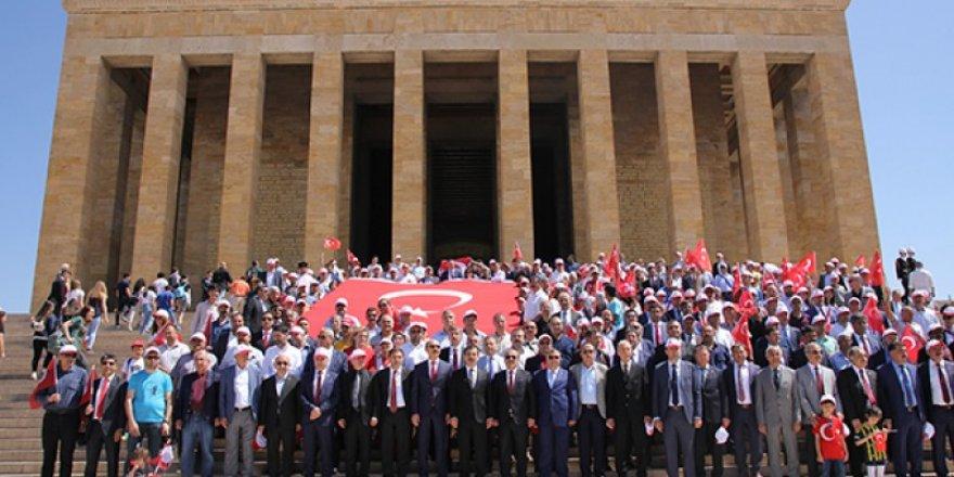 Türkiye Kamu-Sen: 1 Mayısta Ata'mızın Huzurundayız!