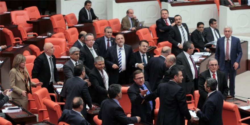 MHP'de 35 milletvekilinden 22'si yeniden aday