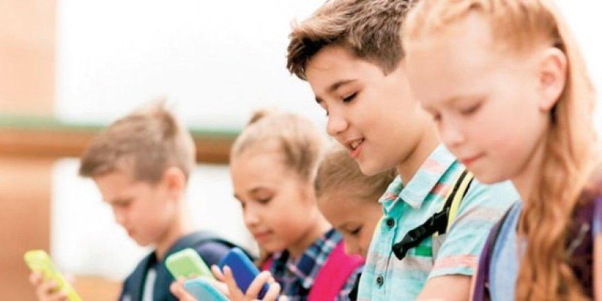 Fransa'da üniversiteye kadar cep telefonuna yasak