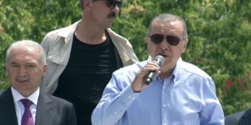 Erdoğan: Memurlara tekme tokat mı gireceksin?