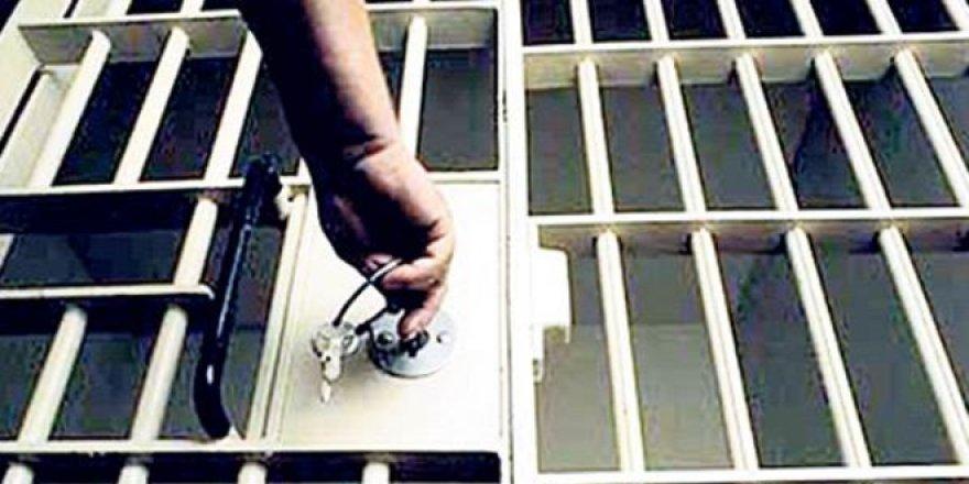 70 maaş taltifi alan eski komisere 6 yıl 3 ay hapis