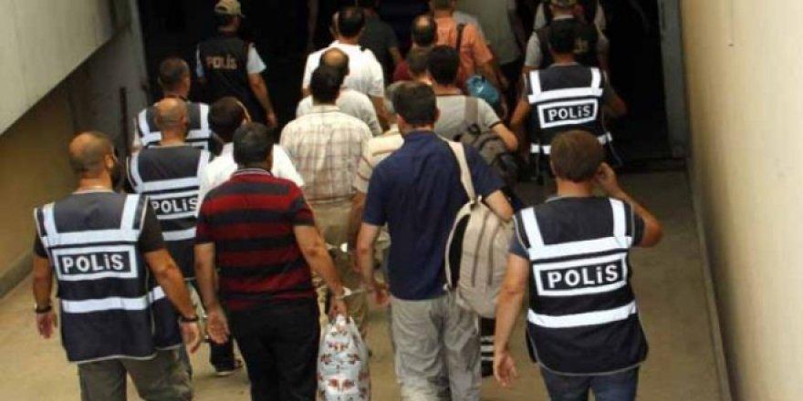 Başkent'te 12 öğretmene FETÖ gözaltısı