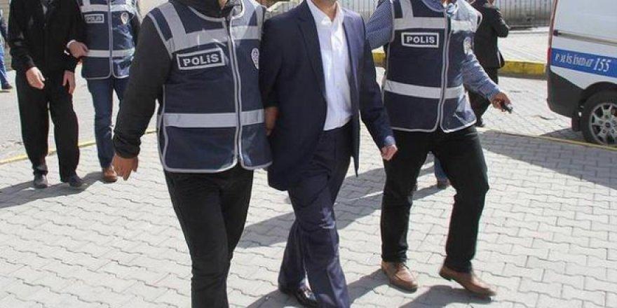 Halen görevde polis ile araştırma görevlisine FETÖ gözaltısı