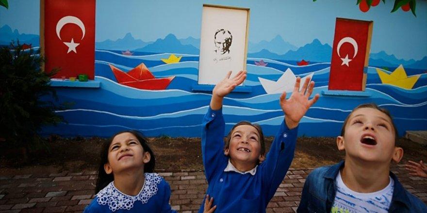 Köy okulunun duvarına sanatsal dokunuş