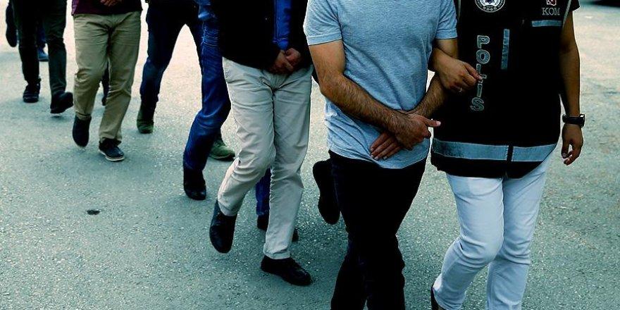 FETÖ'den biri profesör 21 kamu görevlisine gözaltı