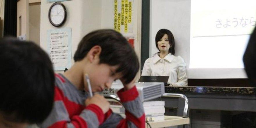 Robot öğretmenler geliyor