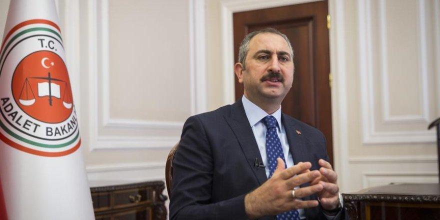 Adalet Bakanı Gül'den Danıştay'a 'öğrenci andı' tepkisi