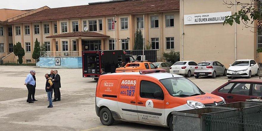 Okuldaki koku nedeniyle 800 öğrenci tahliye edildi