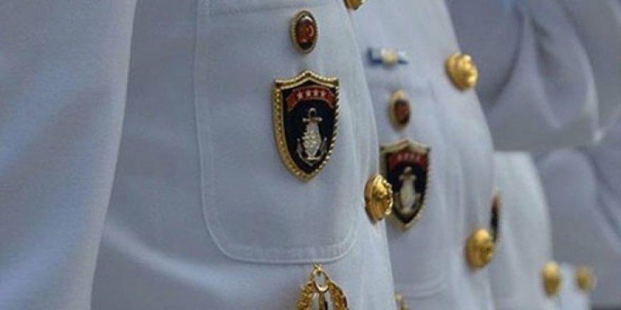 Deniz Kuvvetleri'nde 12'si halen görevde 30 askere gözaltı