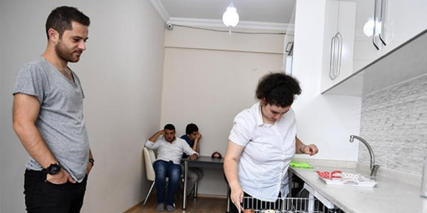 MEB hayata geçirdi... Öğrenciler, ütü yapıp, ev temizliyor