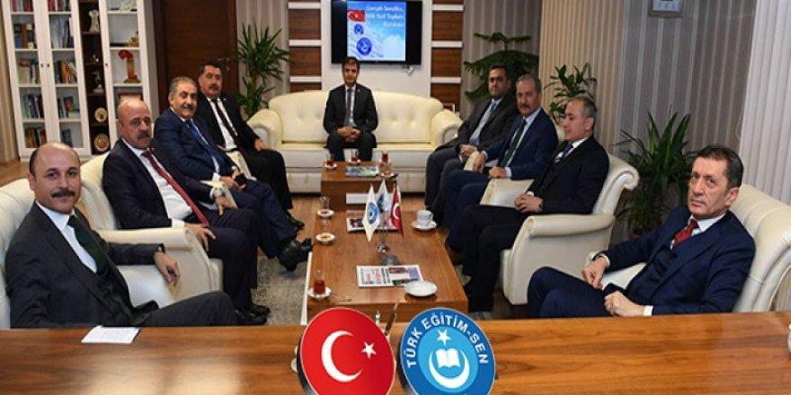 Milli Eğitim Bakanı Selçuk,Talip Geylan'ı ziyaret etti.