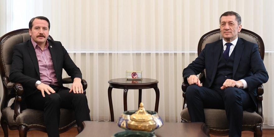 Bakan Selçuk'a Öğretmenlik Meslek Kanunu ve Yönetici Atama Markajı
