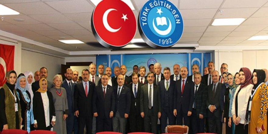 Türk Eğitim-Sen'den Irak Türkmen Eğitimcilere Sertifika Töreni