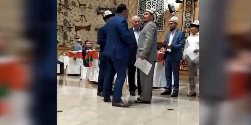 Türk Büyükelçi FETÖ'ye tepki göstererek iftarı terk etti