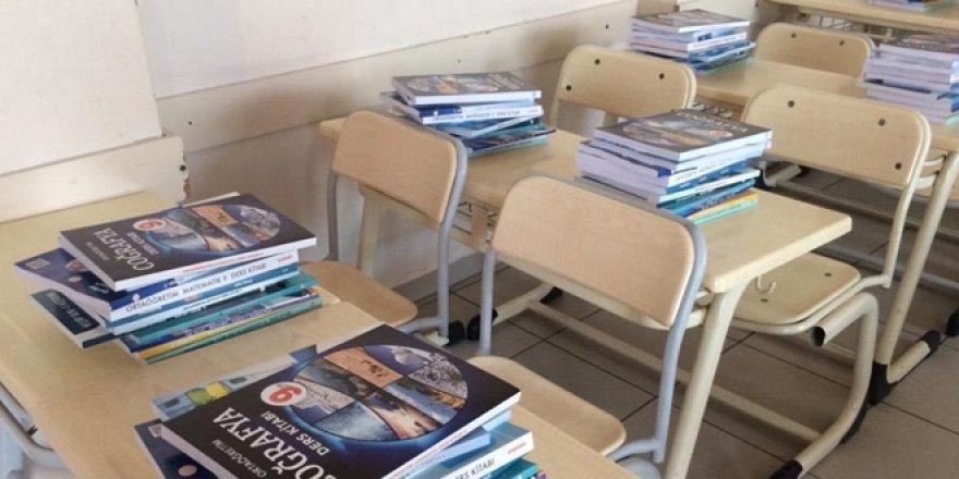 Ders kitabında Uygur alfabesi yerine İsrail Alfabesi