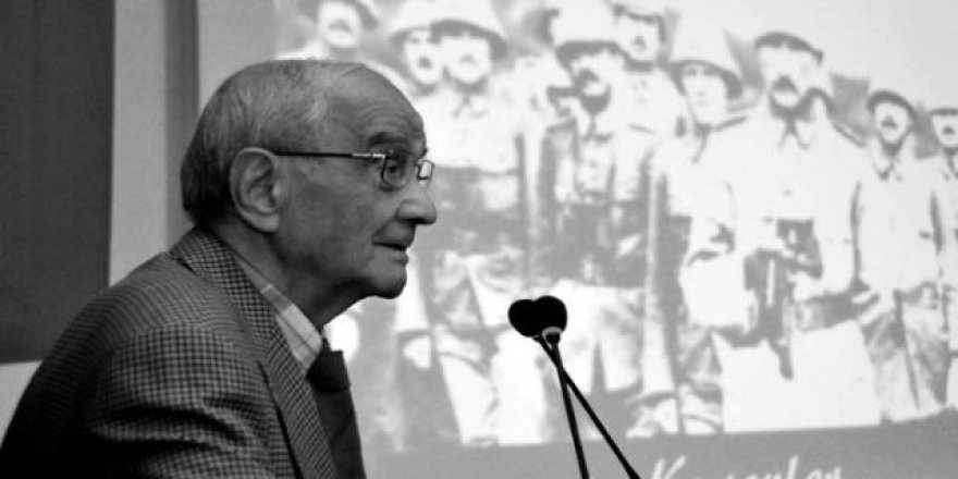 Prof. Mümtaz Soysal hayatını kaybetti