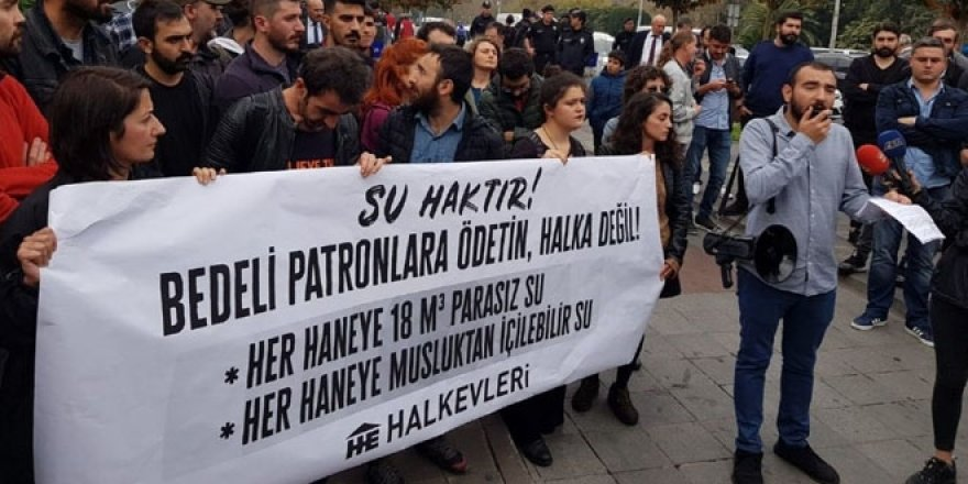 İmamoğlu'nu destekleyen gruptan su zammı protestosu