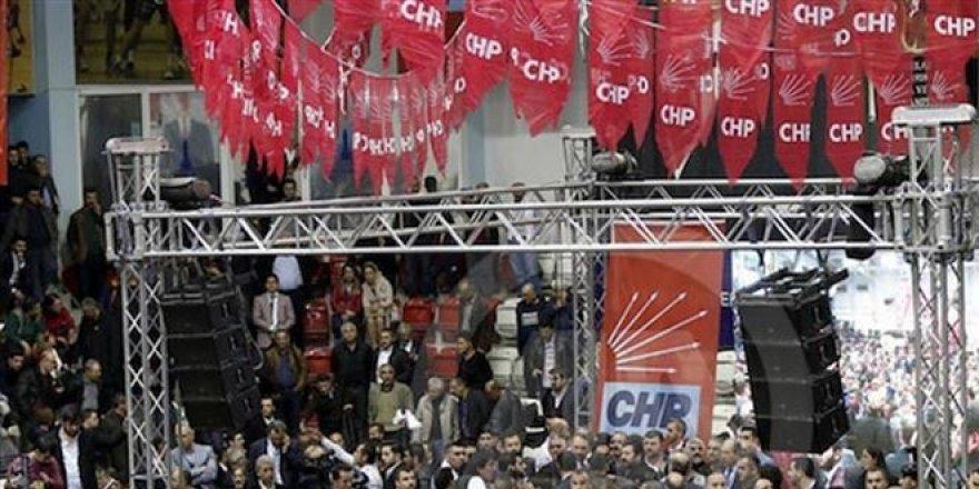 CHP kurultayları kavgayla başladı