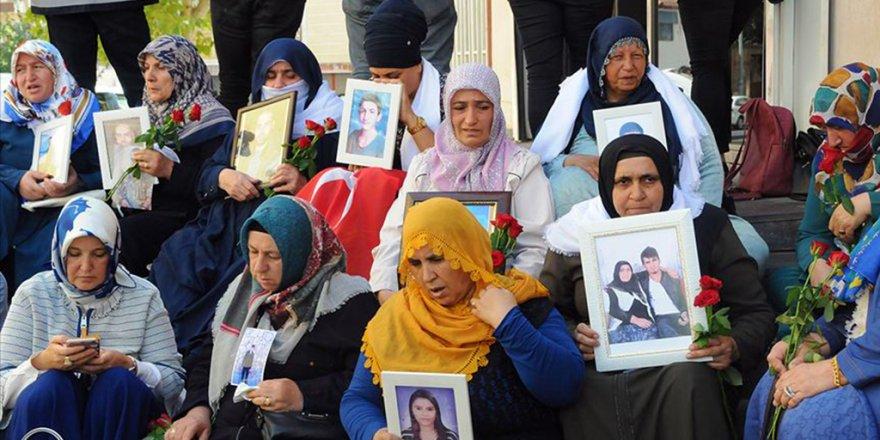"""7 Öğretmene İhraç Şoku! Gerekçe: Diyarbakır'da """"Evlat Nöbeti""""ne Destek"""
