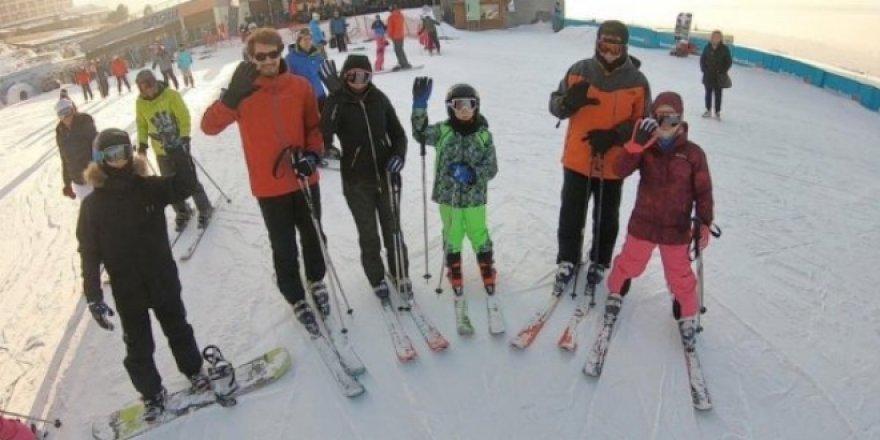 Ekrem İmamoğlu kayak fotoğraflarını paylaştı, Tepki çekti!