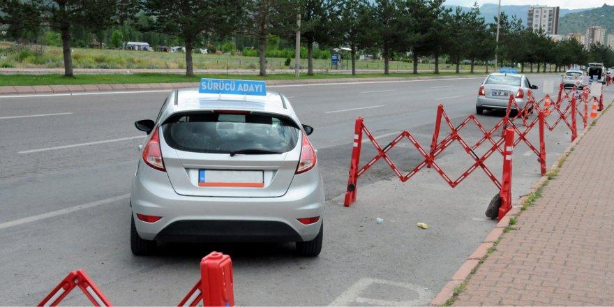 Sürücü Kursu (Ehliyet) Sınavları Da Ertelendi!