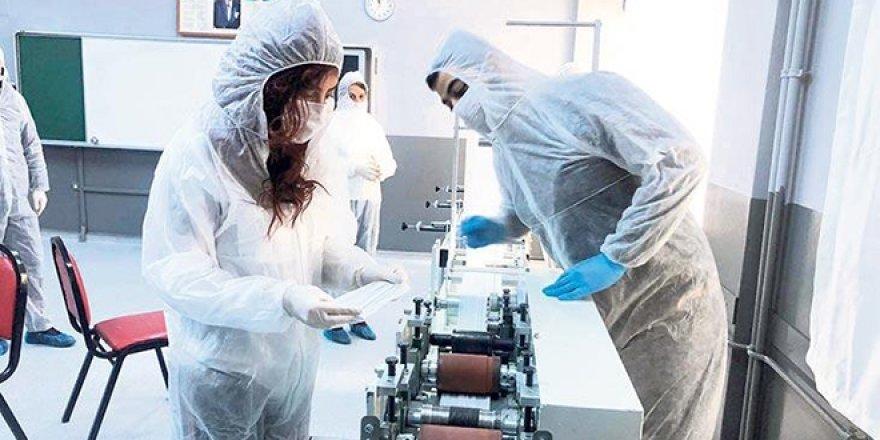 Öğretmen fabrikası: Solunum cihazı üretmek için gün sayıyorlar