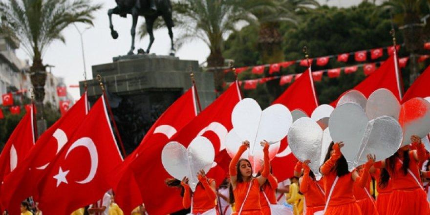 23 Nisan'da, okul hoparlörlerinden 100. Yıl Marşı okunacak
